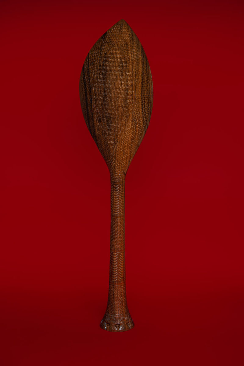 "Ceremonial paddle in ""Tou"" wood (oceanic walnut) – Austral Archipelago"